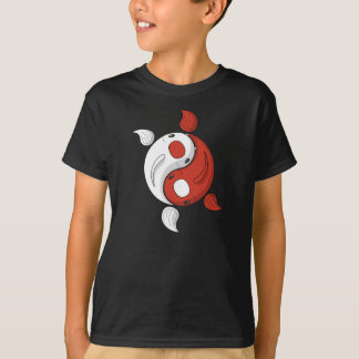 Yin e Yang o miúdo de Koi e a camisa da