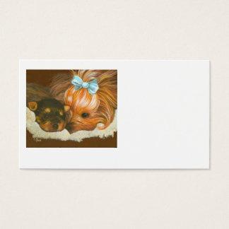 Yorkie com cartão de visita do filhote de cachorro
