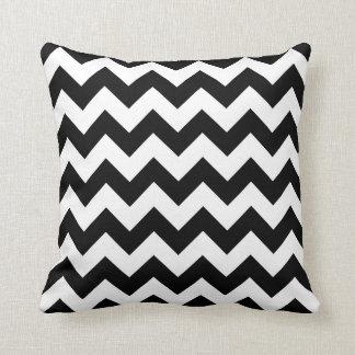 Ziguezague preto e branco de Chevron Travesseiros